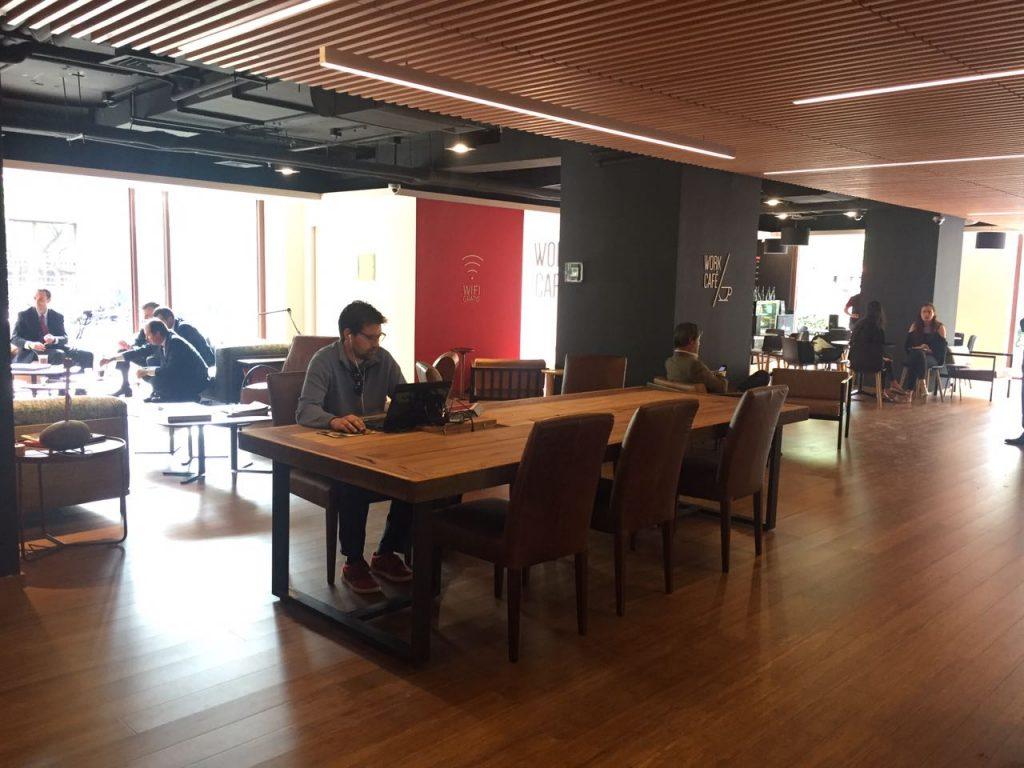 Una nueva forma de hacer tus tr mites bancarios as es el for Horario oficinas banco santander