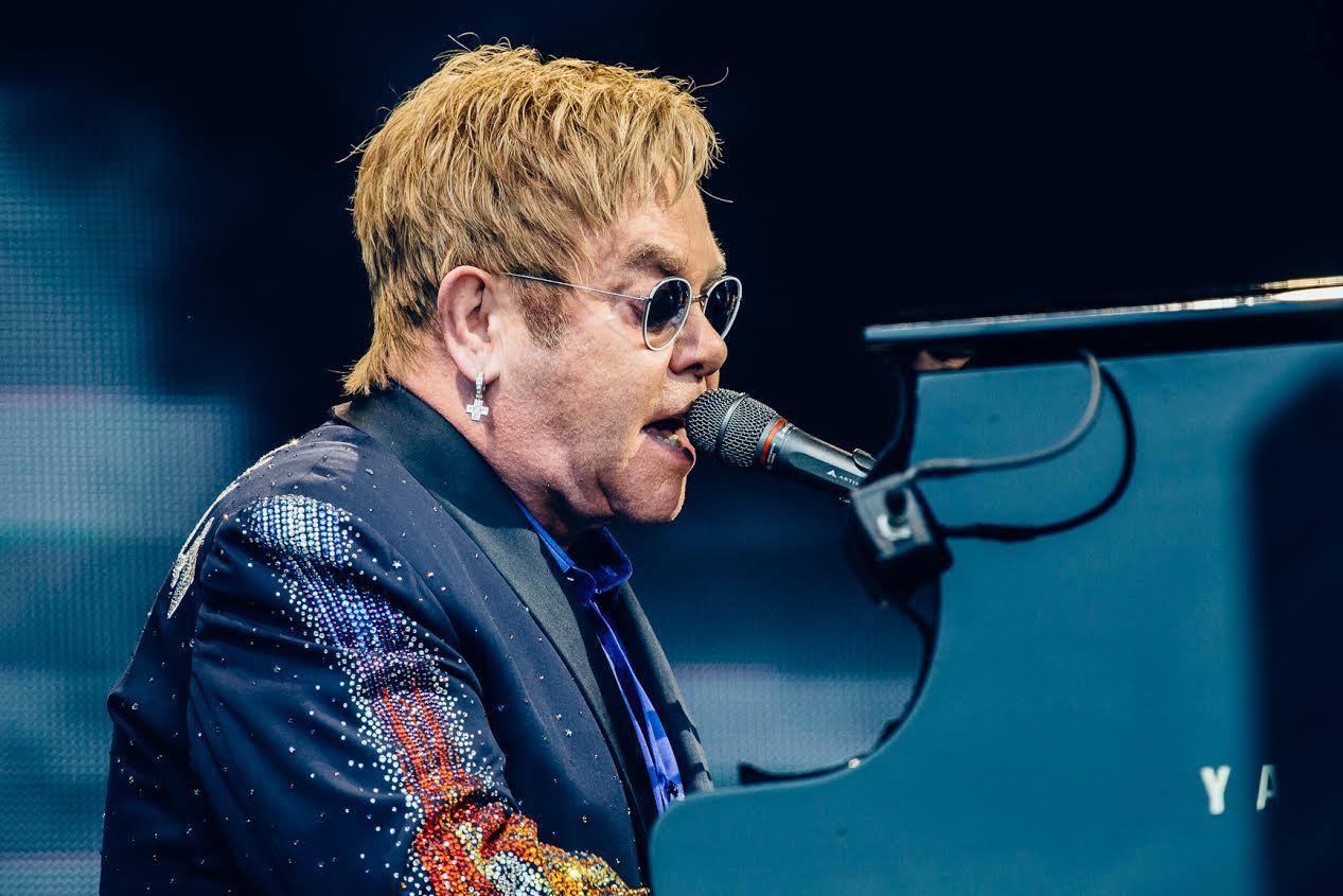 Elton John festeja sus 70 años con una película sobre su vida