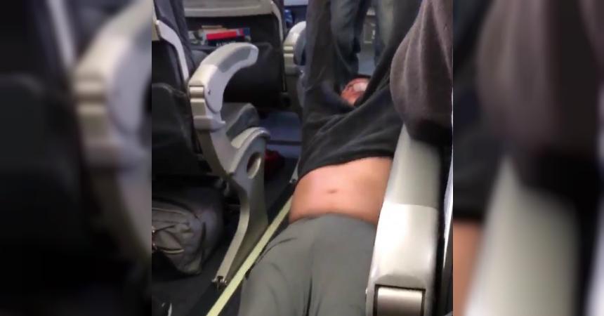 El pasajero agredido en vuelo de United demandará a la empresa