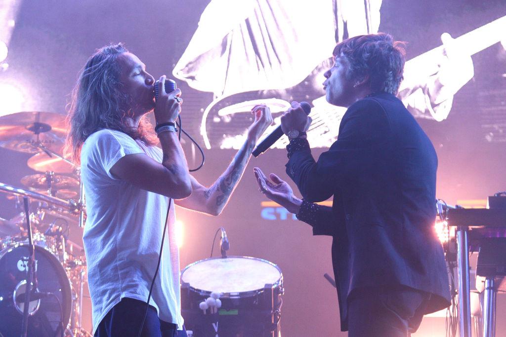 Redes estallan para 'proteger' a Eddie Vedder tras muerte de Chris Cornell