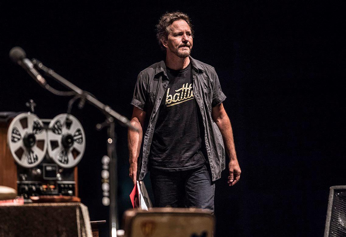 Eddie Vedder rindió emotivo homenaje a Chris Cornell
