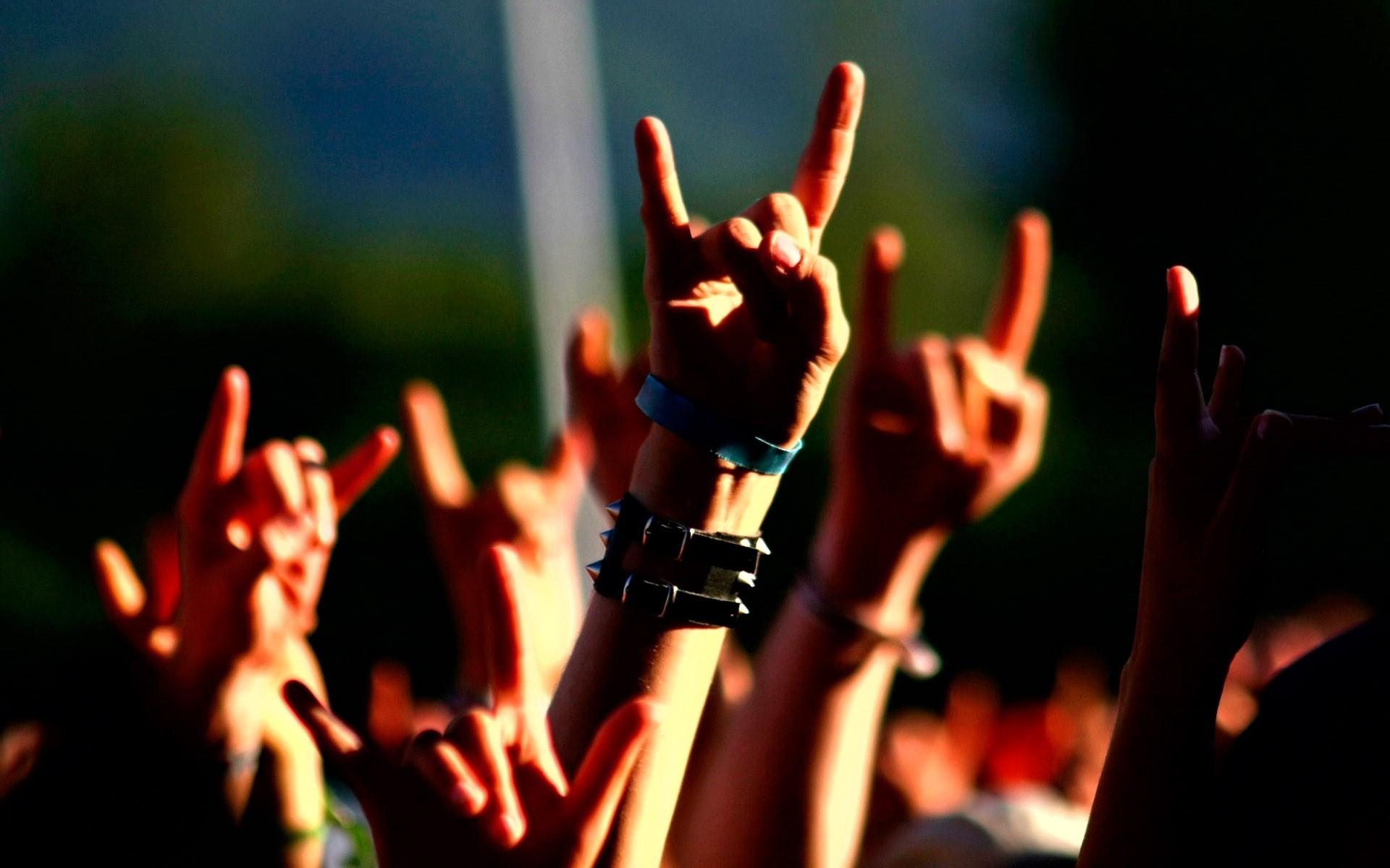 Atento Guillier: Gene Simmons quiere patentar popular gesto rockero