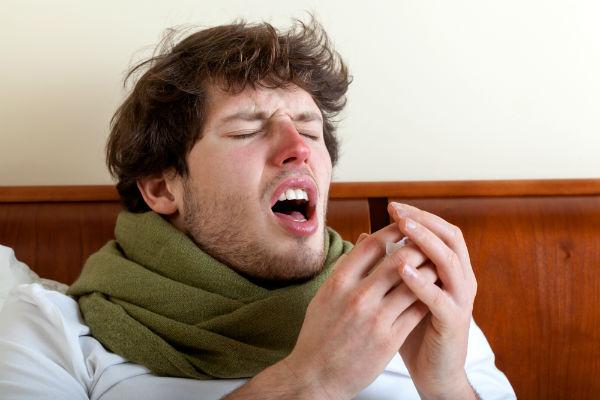 Resultado de imagen para peligros de aguantar un estornudo