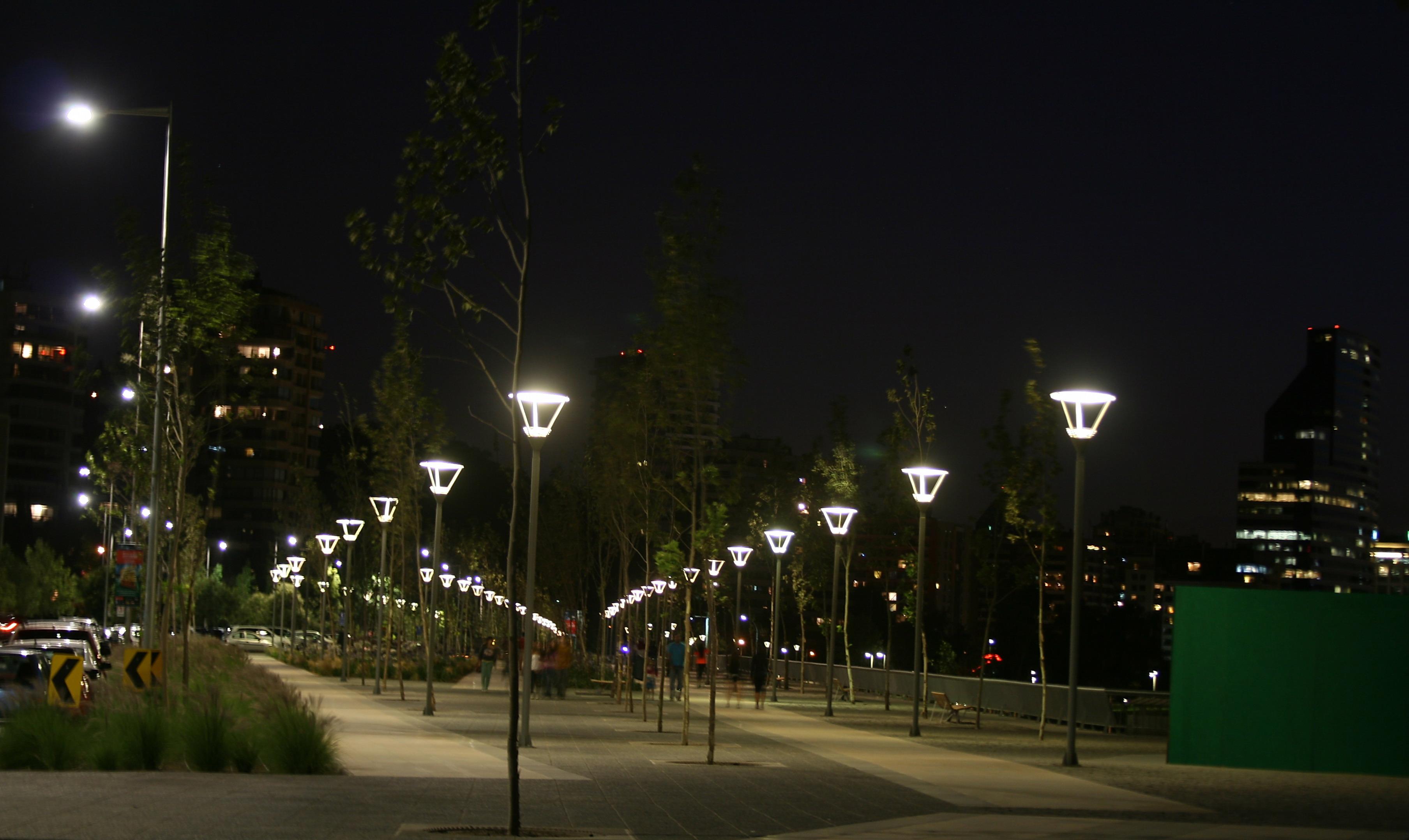 iluminacin inteligente tecnologa led y programada para las calles y plazas