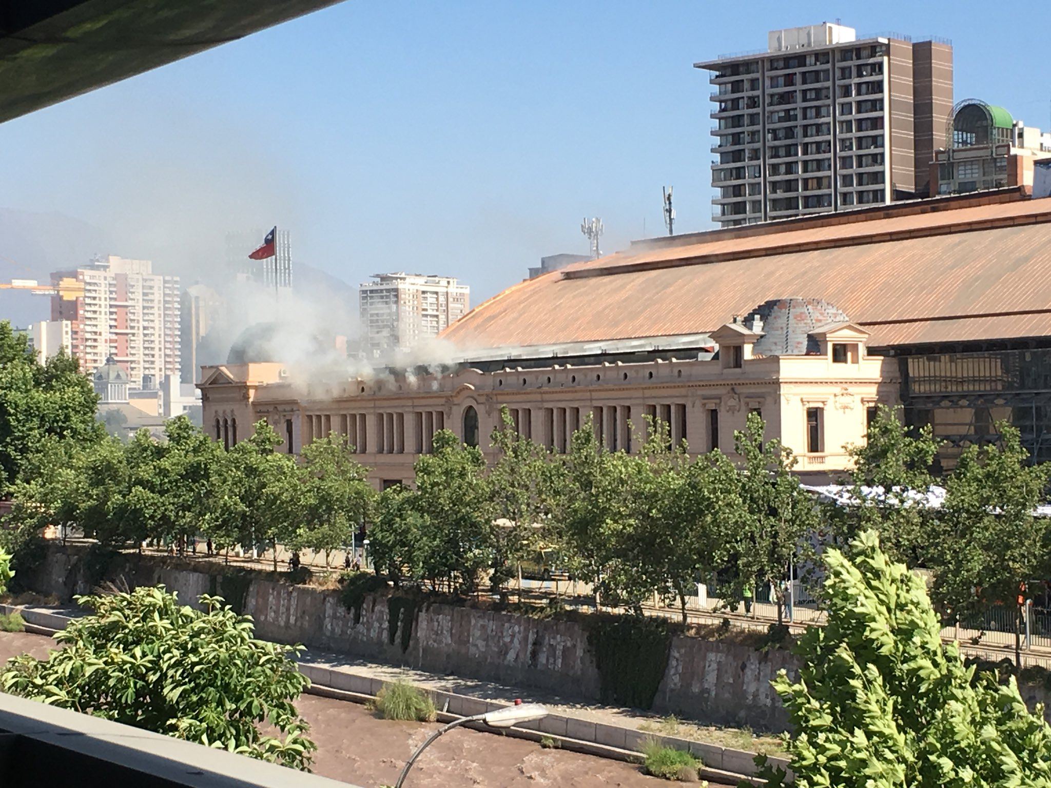 Bomberos logró controlar emergencia en Estación Mapocho