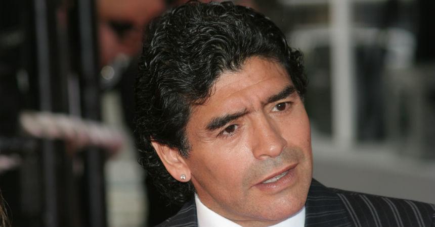 Maradona llegó a India y causó furor