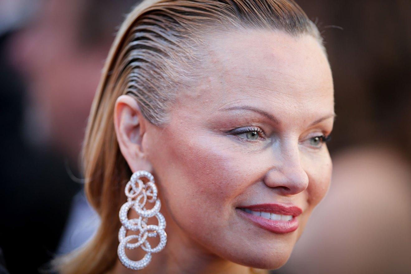 Pamela Anderson dijo que las víctimas del acoso pudieron evitarlo