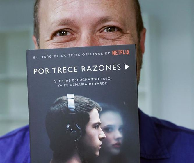 Autor de 13 reasons why responde acusaciones de acoso sexual