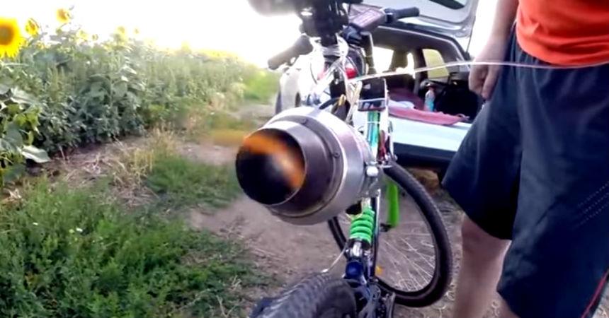 Ruso le puso una turbina de avión a su bicicleta y así ...