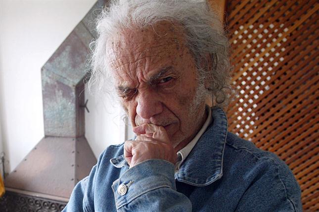Hijos mayores de Nicanor Parra inician demanda para anular testamento