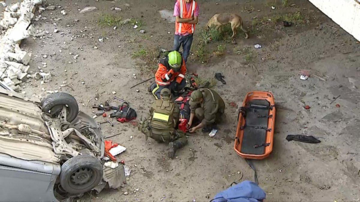 Ciclista cayó de un puente al curiosear un accidente de auto