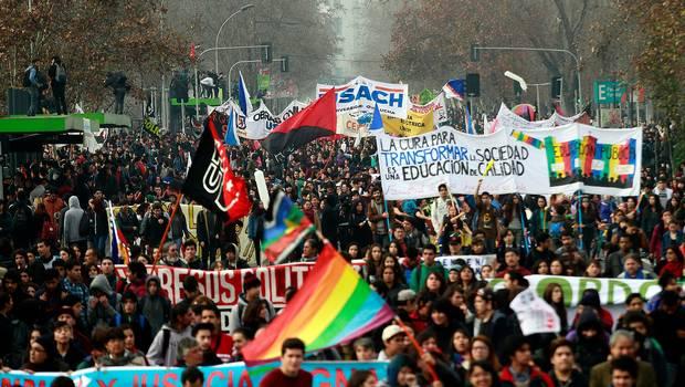 Piñera enfrenta la primera marcha estudiantil de su segundo mandato