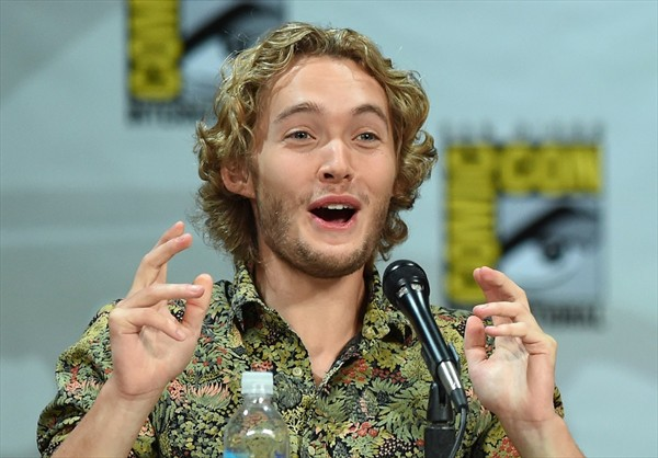 Toby Regbo (The Last Kingdom, Fantastic Beasts The Crimes of Grindelwald)