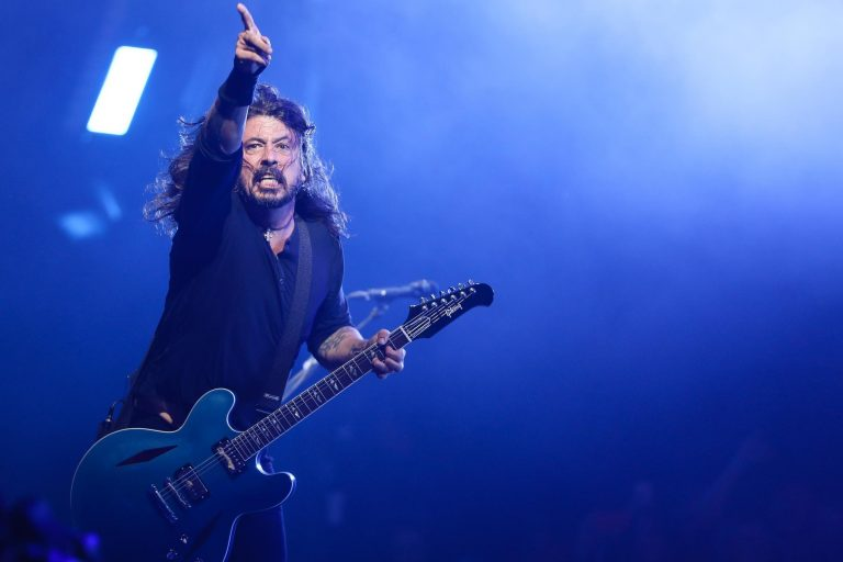 Vídeo de Dave Grohl (Foo Fighters) tocando por sorpresa en Seattle