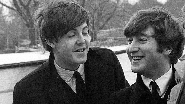 Paul McCartney recibe el 2019 cantando con autotune en
