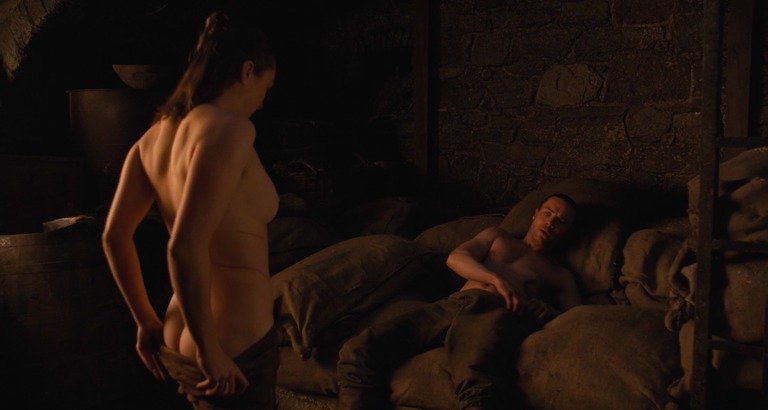 escena sexo game of thrones maisie williiams