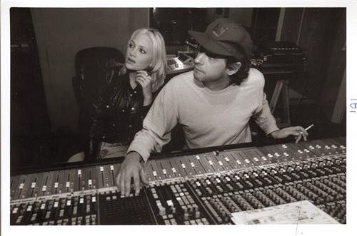 Nicole junto a Gustavo Cerati en el estudio de grabación.