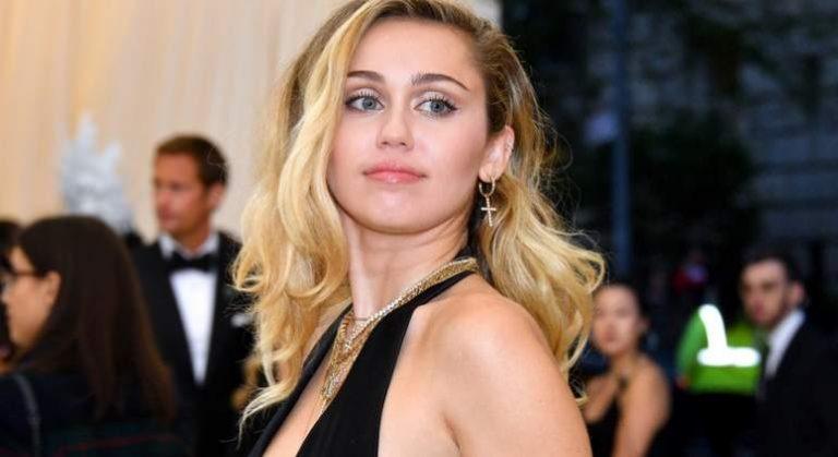 Miley Cyrus celebra la diversidad corporal en el vídeo de