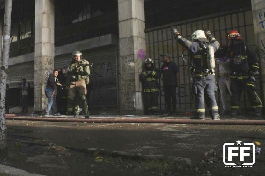 foto bombero apuntado