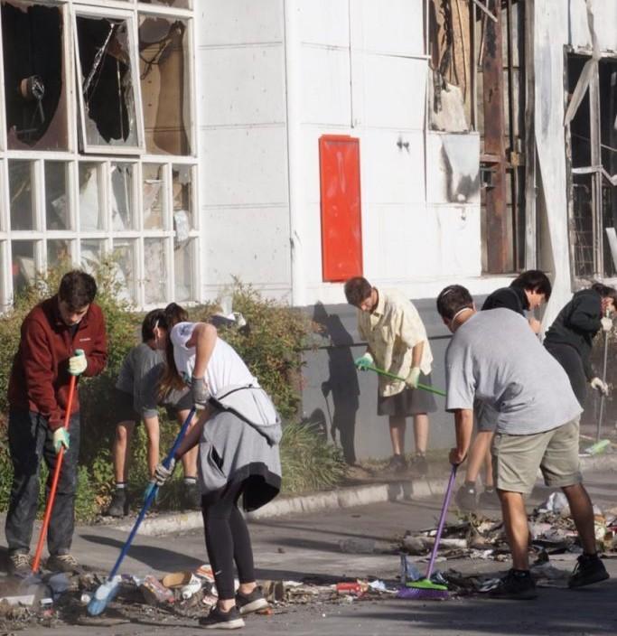 organizaciones limpian calles santiago
