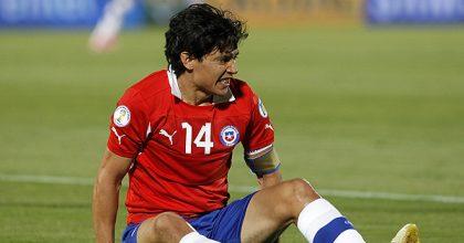 Matías Fernández se lesiona y quedará fuera de próximo partido de Colo Colo