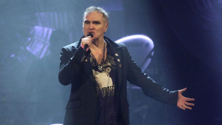 Morrissey coquetea con el synthpop en nuevo single de adelanto de su LP