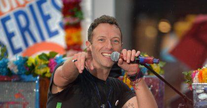 Coldplay: Chris Martin vuelve al colegio en nuevo videoclip de la banda