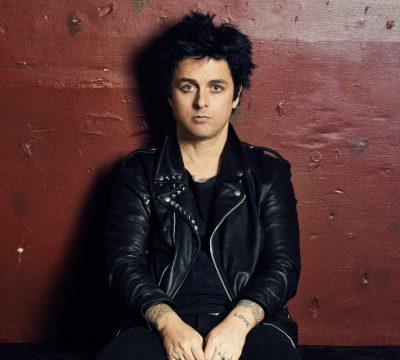 """Billie Joe Armstrong hace un cover de """"You Can't Put Your Arms Around A Memory"""""""