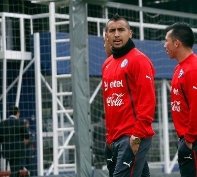 Cruz Roja hace campaña para juntar dinero por covid-19 con Vidal y Medel