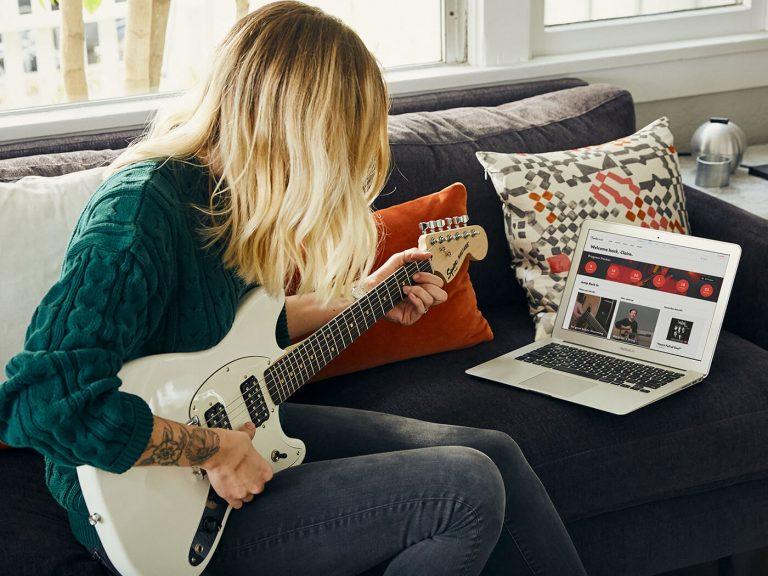 Fender tiene tres meses de clases de guitarra gratis por cuarentena