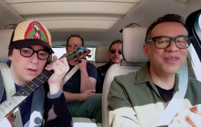 Weezer canta Buddy Holly en nuevo Carpool Karaoke