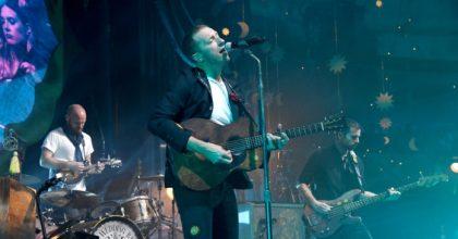 """Coldplay cita a George Orwell en su nuevo videclip """"Trouble In Town"""""""