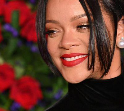 Rihanna promete 5 millones de dólares para ayudar a Barbados