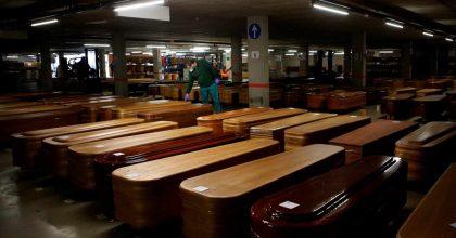 Tanatorio de Barcelona convierte el parking en depósito de féretros