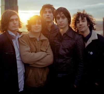 "Escucha la nueva canción de The Strokes ""Brooklyn Bridge to Chorus"""