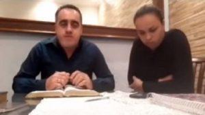 Indignación causó pastor evangélico que golpeó a su esposa en una transmisión en vivo