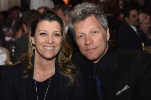 Bon Jovi y pareja se conocieron en matrimonio