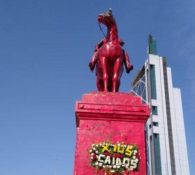 estatua roja baquedano