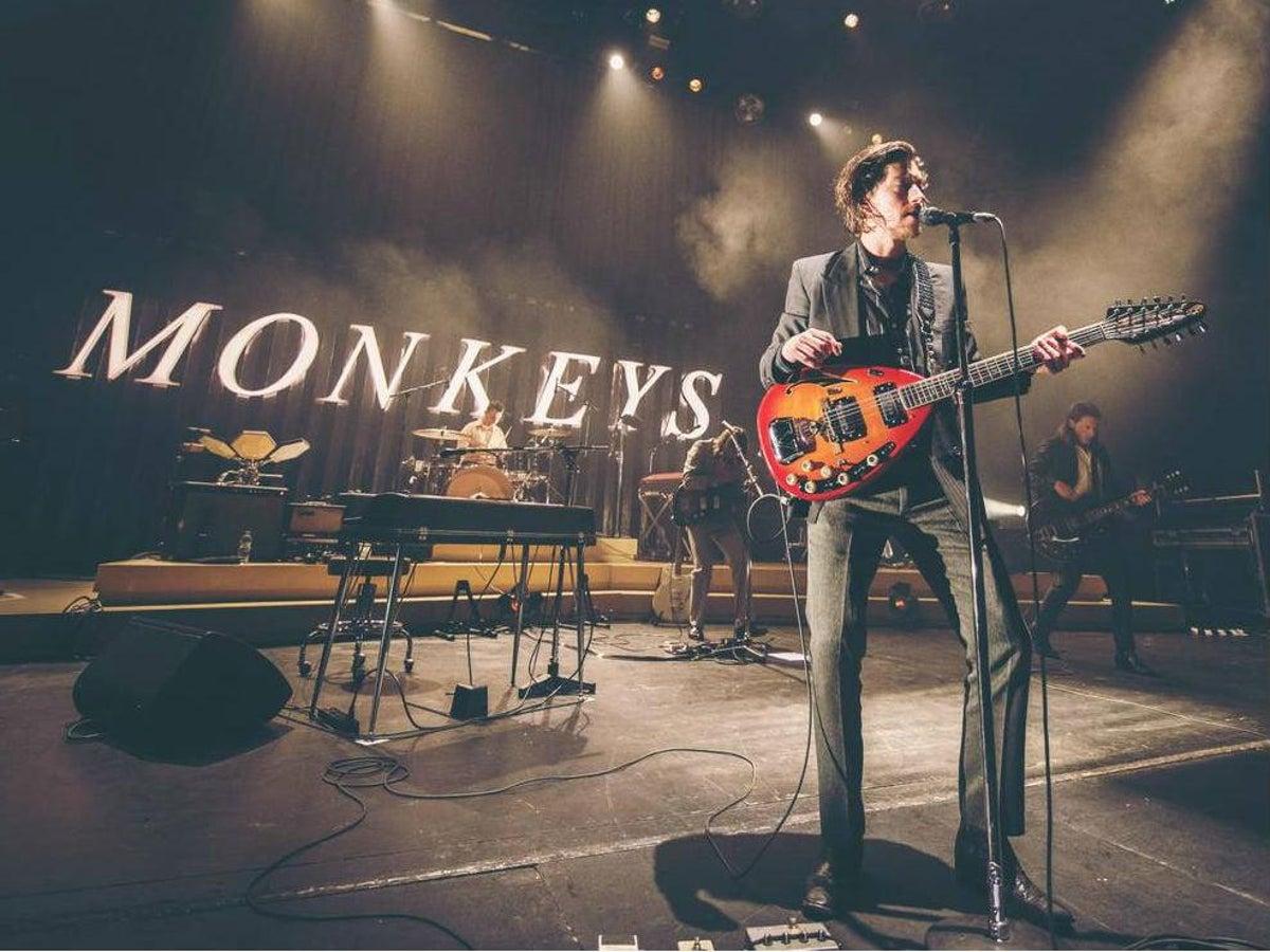 Arctic Monkeys lanzará nuevo álbum en vivo para caridad — Rock&Pop