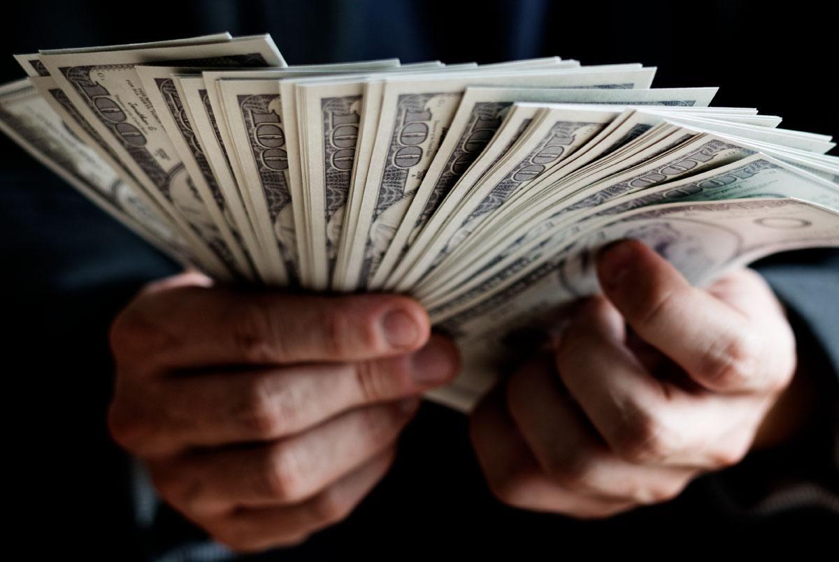 Hombres y dinero