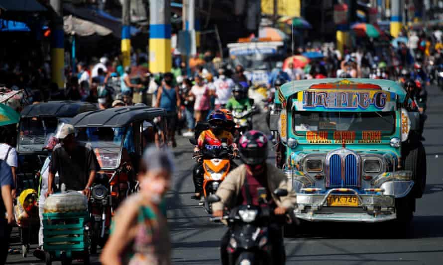 filipinas sentadillas toque de queda