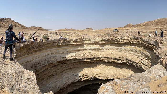 pozo del infierno yemen demonios que hay dentro donde queda como surgio por que esta quien lo cavo como se origino origen