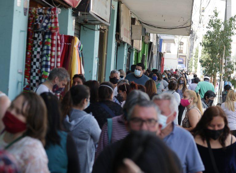Aglomeraciones Y Poco Distanciamiento Social En Locales De Tela De Avenida Independencia