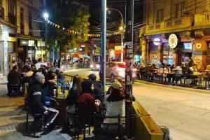 vida nocturna locales nocturnos agencia uno fin del toque de queda horario restaurantes metro de santiago buses interurbanos transantiago red movilidad de pase de cuarentena aforos vacunacion